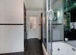 badkamer-met-whirlpool-ligbad